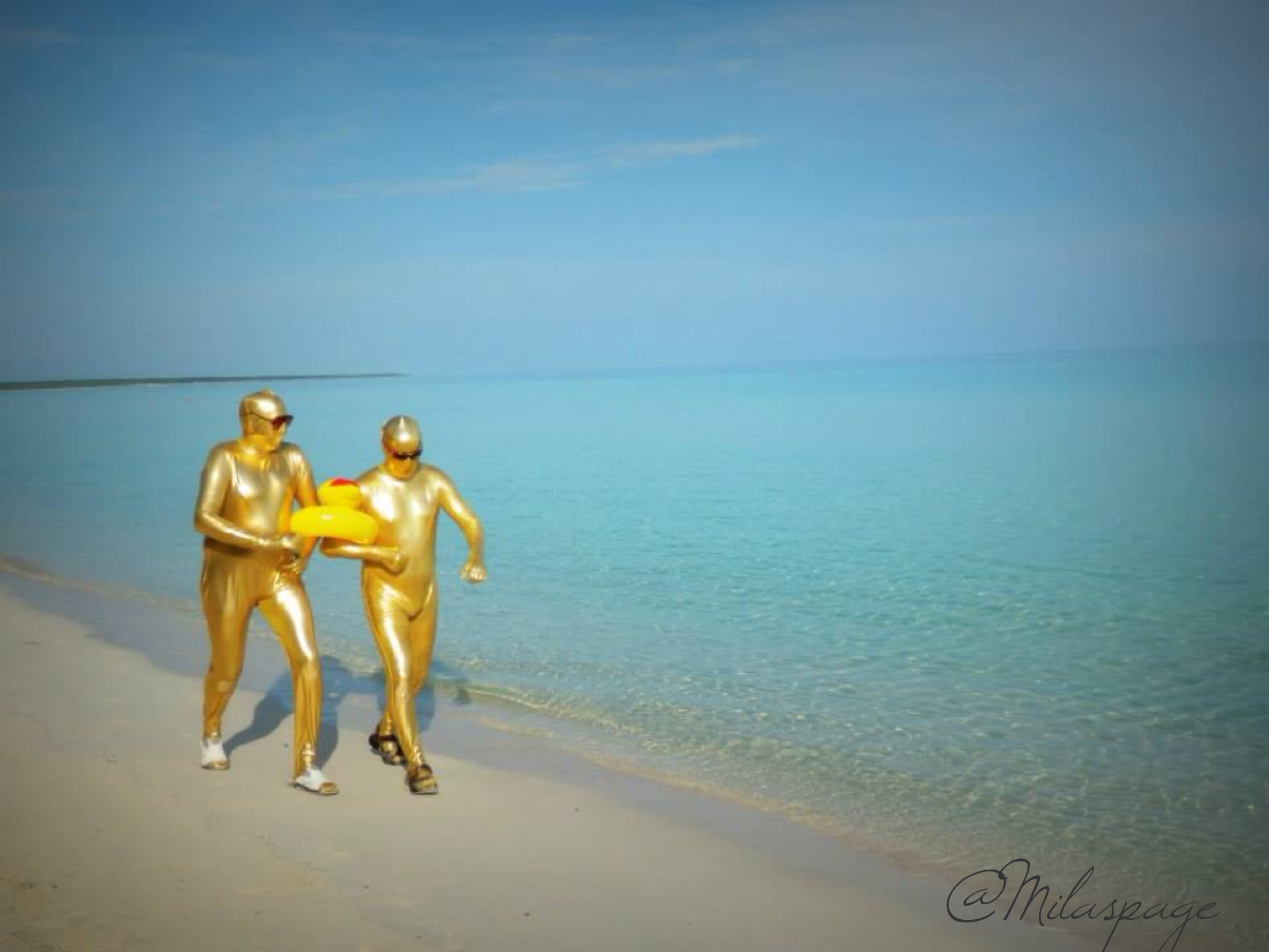 gold people on the beach photo by mila araujo milaspage 1